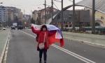 Krenula preko Ibra sa srpskom zastavom, pa je priveli: Maltretiranje od strane kosovske policije (VIDEO)