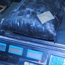 Krili drogu u šupljini ispod automobila: Policija na Gradini sprečila krijumčarenje 25 kg ekstazija!