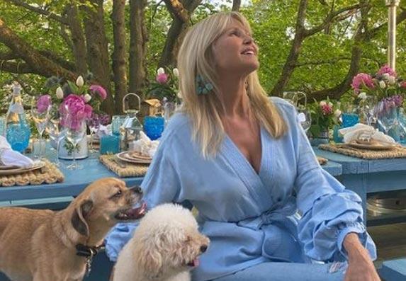 Kristi Brinkli demonstrira kako izgleda savršen prolećni stajling!