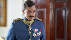"""Kritika serije """"Aleksandar od Jugoslavije"""": Hibrid školskog recitala i video-instalacije"""