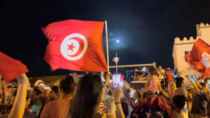 Kriza u Tunisu: Predsednik smenio premijera i obustavio rad parlamenta