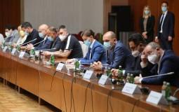 Krizni štab: U Srbiji maske i napolju, zabrana okupljanja više od deset ljudi