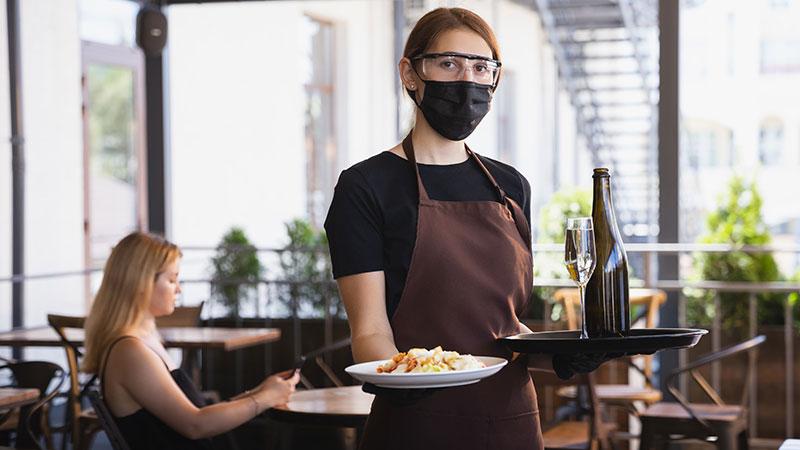 Krizni štab doneo nove mere: Za vikend skraćeno radno vreme ugostiteljima i tržnim centrima