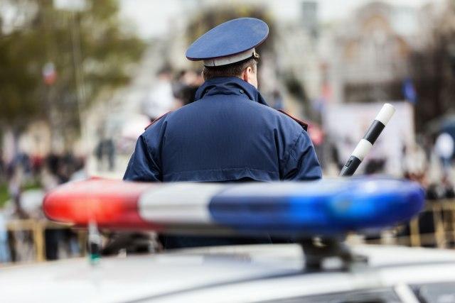 Kruži snimak sa vidikovačke pijace: Prodavačica nokautirala policajku pa pobegla VIDEO