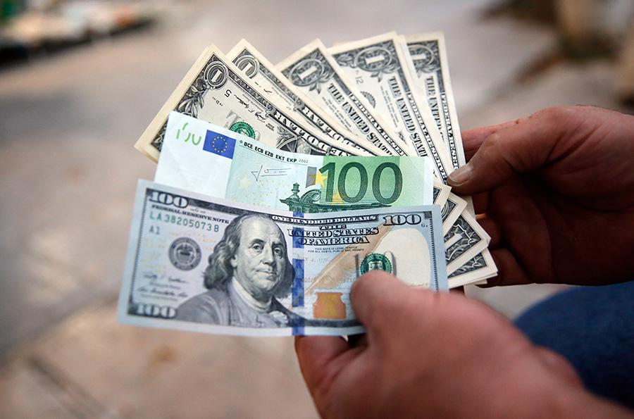 Kurs evra prema dolaru pao na najniži nivo u dvije i po godine