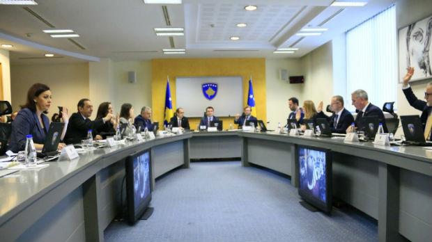 Kurtijeva vlada poništava odluke Haradinajeve