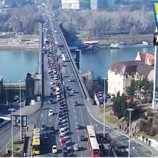 LANČANI SUDAR KOD UŠĆA: Formirane KILOMETARSKE KOLONE ka gradu (FOTO)