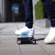 LAPTOP NA TOČKOVIMA osvaja svet! Idealan za izbegavanje gužvi, pogledajte kako se koristi (VIDEO)