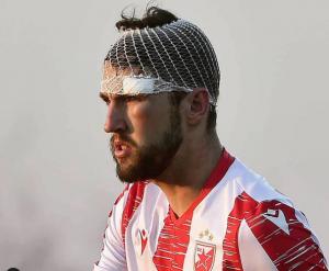 LAVLJE SRCE NEMANJE MILUNOVIĆA: Štoper Zvezde nastavio utakmicu sa povezom na glavi! (VIDEO)