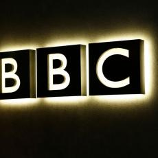 LAŽOVI! BBC priznao da je od radnika tražio da iskopaju dokaz o umešanosti Rusije u proteste u Francuskoj