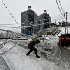 LEDENI PAKAO VLADIVOSTOKA: Okovani ledom, odsečeni od sveta danima (VIDEO)