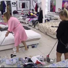 LEGLO ZARAZE! Ukućani dobili NAREĐENJE da očiste kuću - Otpad su gomilali po podu DANIMA! (VIDEO)