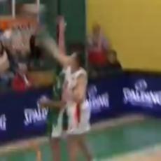 LETEĆI OGNJEN: Brutalna BLOKADA košarkaša Zvezde (VIDEO)