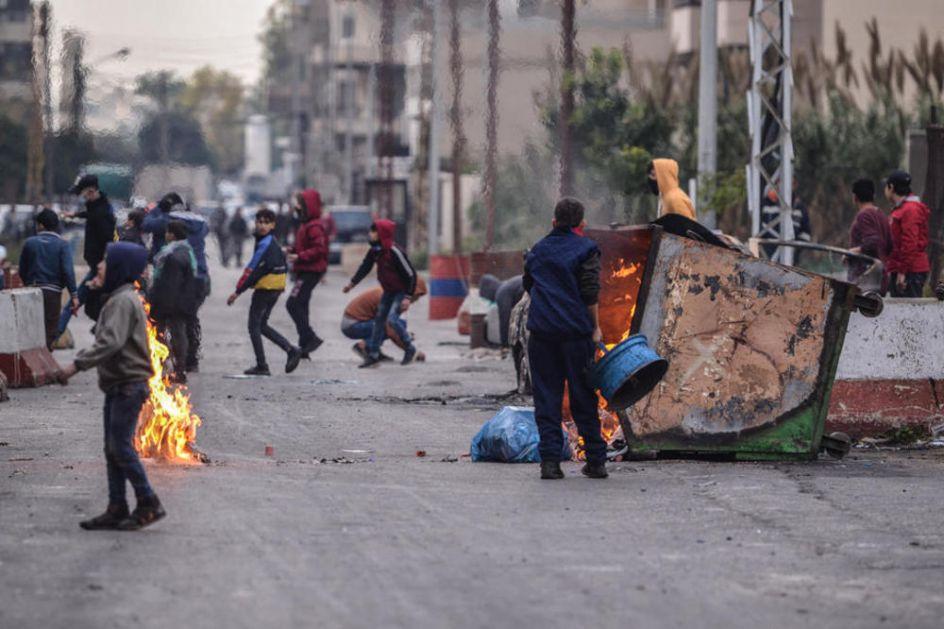 LIBAN OSIM KORONE PARALISALA POLITIČKA I EKONOMSKA KRIZA: Demonstranti blokirali puteve prekinuta isporuka kiseonika za obolele
