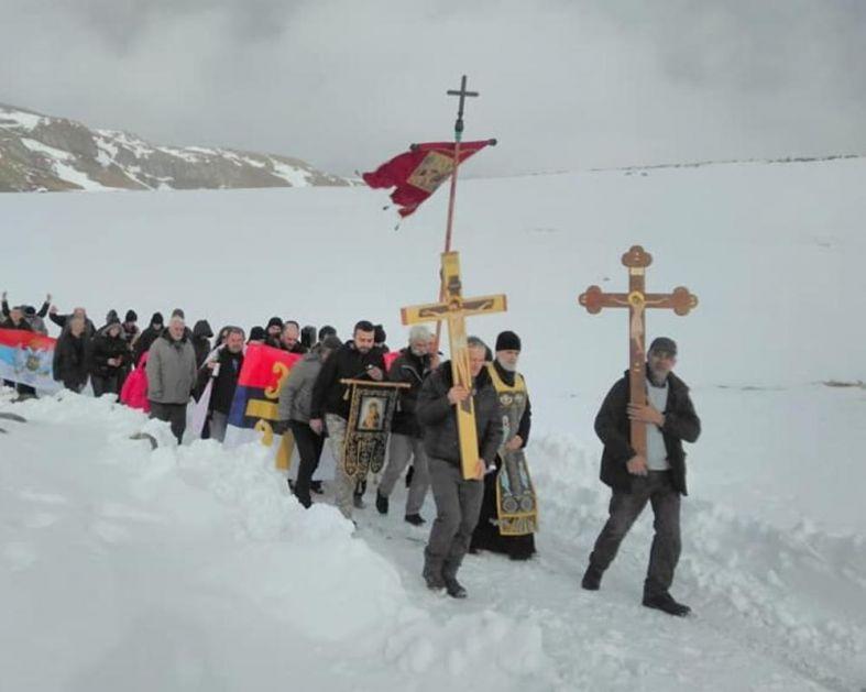 LITIJA NA 1.700 METARA VISINE: Šetnja prvi put na Sinjajevini, građani se okupili širom Crne Gore da brane svetinje