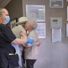 LJUBAV NE POZNAJE GRANICE: Emotivan susret bake i deke posle osam meseci raznežio je CEO SVET (FOTO/VIDEO)