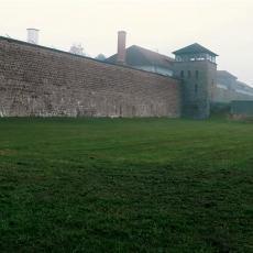 LJUDI SU UMIRALI U GRDNIM MUKAMA, BILO NE PONOVILO SE! Na današnji dan je oslobođen jedan od najjezivijih nacističkih logora! (VIDEO)