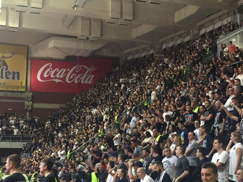 LUDNICA U PREPUNOM PIONIRU: Zvižduci za goste i ovacije za košarkaše Partizana! (KURIR TV)