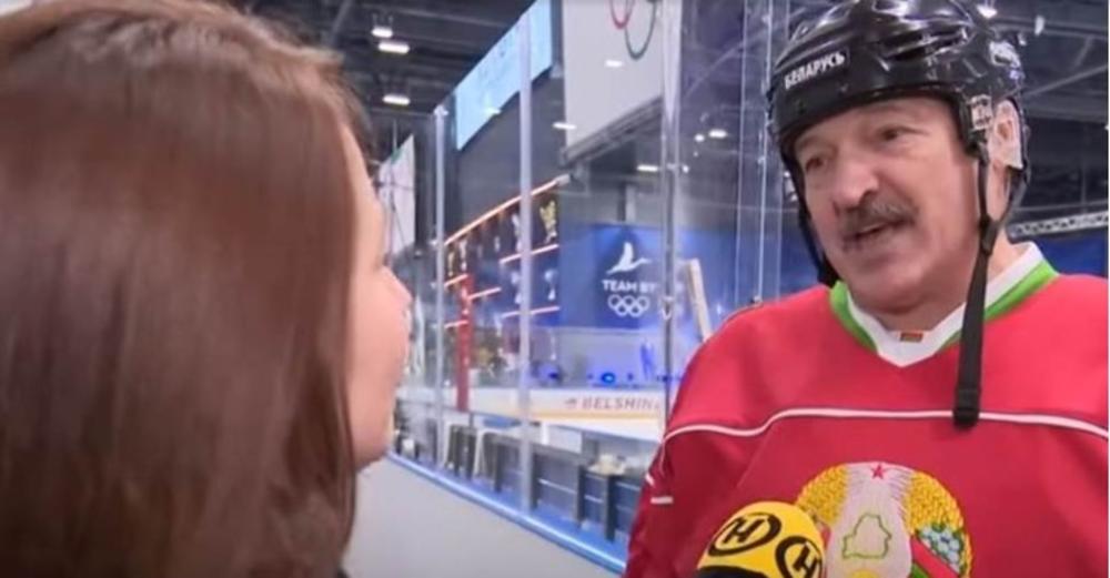 LUDOST ILI PAMETAN SAVET? Lukašenko se protiv korone bori hokejom i votkom!