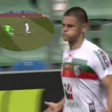 LUKAVI JOVELJIĆ PONOVO ZATRESAO MREŽU: Ispratio akciju i presekao dodavanje ka golmanu! Ekzekucija u stilu VRHUNSKOG centarfora (VIDEO)