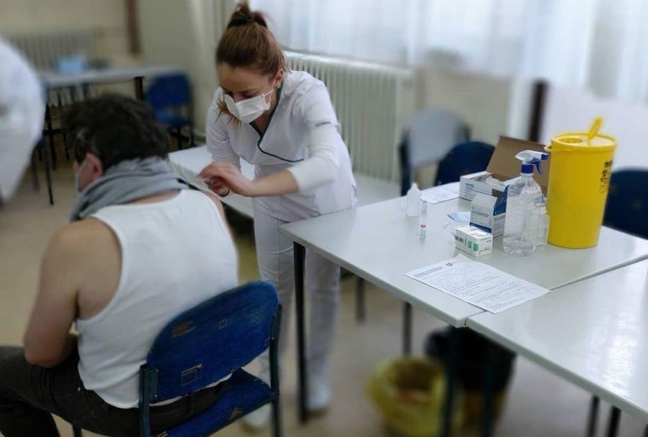Lađević: Napolje puštati samo one koji hoće da se vakcinišu