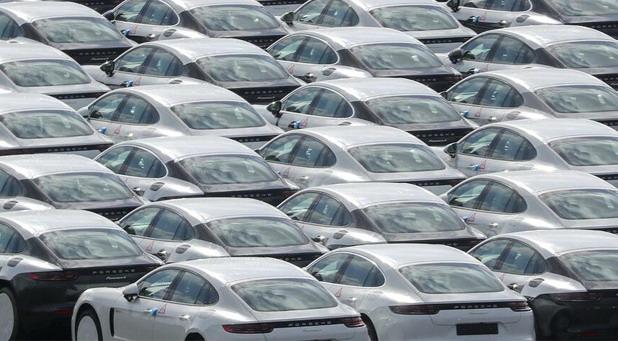 Lageri novih automobila u Nemačkoj sve veći - kupci oprezni