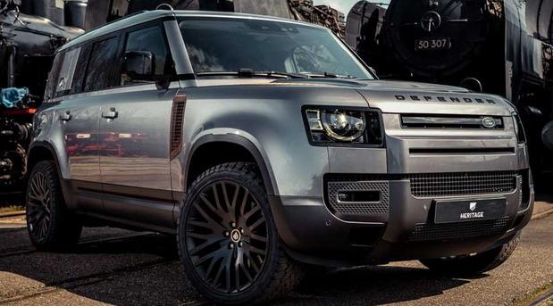 Land Rover Defender s dodatnom opremom u obliku rđe