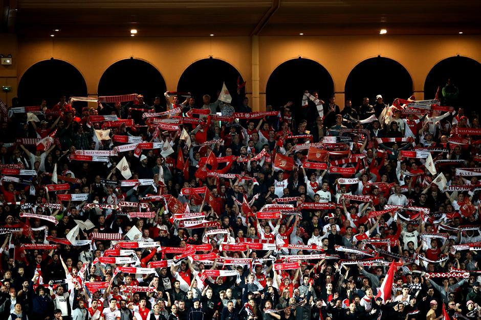 Lep gest Monaka prema navijačima