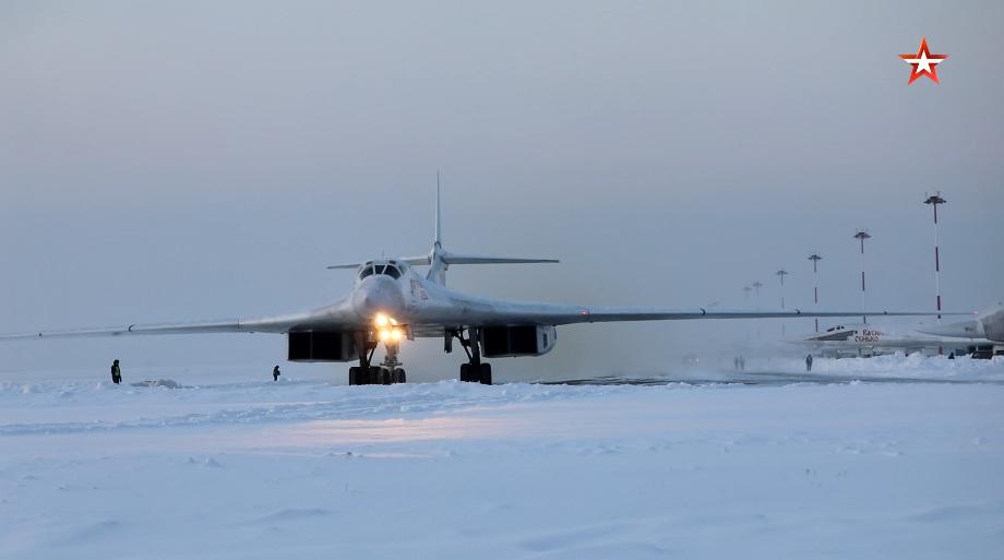 Let strateških bombardera Tu-160 iznad voda Arktika