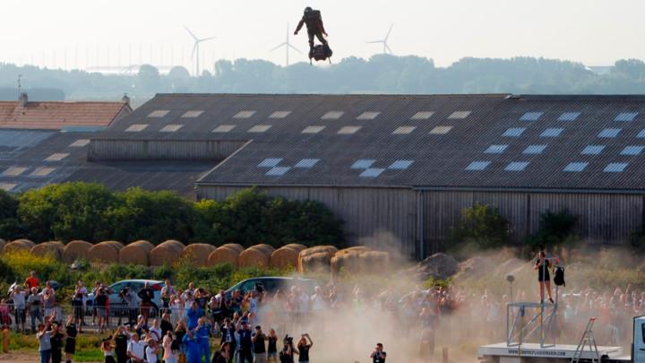 Leteći čovek pao na pola puta u prvom pokušaju prelaska Lamanša (FOTO)
