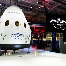 Letelica Crew Dragon snimljena tokom šetnje u svemiru