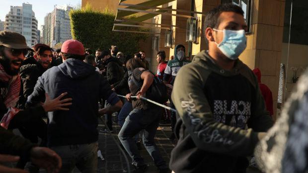 Liban, demonstranti sprečili poslanike da uđu u parlament