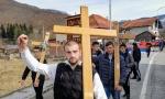 Litije u Crnoj Gori ne prestaju: Vernici kroz smetove nose krst do Đurđevih stupova, a Dečani im bliži (FOTO+VIDEO)