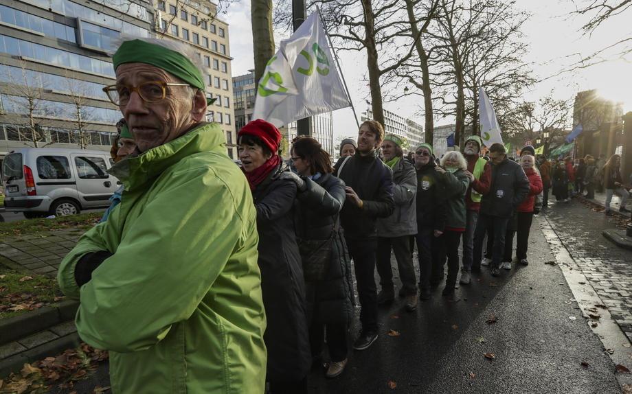 Ljudski lanac u Briselu - upozorenje na klimatske promene