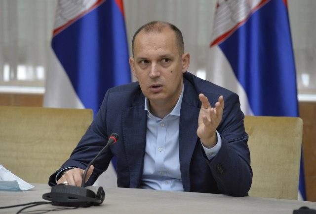 Lončar: Nema smisla bilo šta pojašnjavati Crnoj Gori; Hrapović: Razumemo njegovu potrebu da se obruši na CG