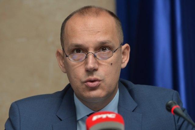Nije Vučiću zdravlje narušeno zbog novinara, nego zbog prevelikog rada