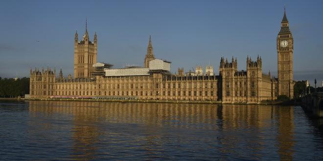 London: Dim kulja iz zdanja britanskog Parlamenta