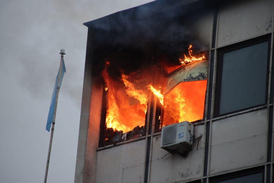 London:Veliki požar u stambenom bloku od 19 spratova