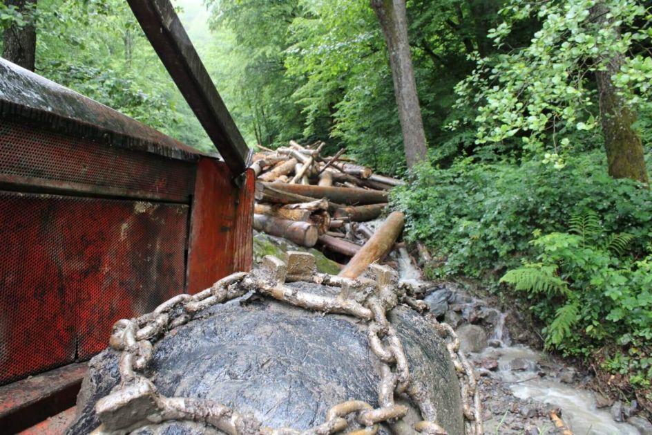 Lov u mutnom na šume i ekocid na području opštine Teslić