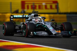 """Luis Hamilton trenutno obavlja preglede kod lekara, ima problem sa umorom i blagom vrtoglavicom"""", kratko su poručili iz Mercedesa."""