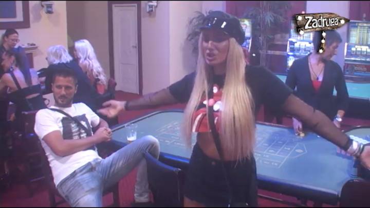 Luna igrala ispred Marka Miljkovića, dok je PEVALA PESME BIVŠIH MOMAKA, evo kako je on reagovao! (VIDEO)