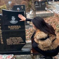 MAJKA JOJ PREMINULA NA RUKAMA Naša poznata pevačica SKRHANA BOLOM: Da te još jednom JAKO ZAGRLIM!