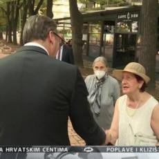 MAKEDONCI ZAUSTAVLJALI SRPSKOG PREDSEDNIKA: Vučić prošetao Skopljem sa Zaevim i Ramom, narod se oduševljeno fotografisao sa njima (FOTO)