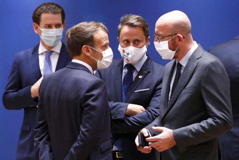 MAKRON OGOVARAO KURCA NA SAMITU: Pogledajte ga! Samo brine o austrijskoj štampi a nas ni ne sluša! A ja ludak o budžetu!