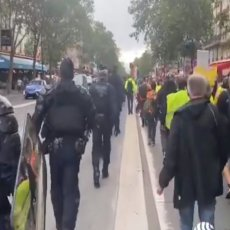 MAKRONE - U ZATVOR Haos širom Francuske! Hiljade demonstranata divlja na ulicama Pariza (VIDEO/FOTO)