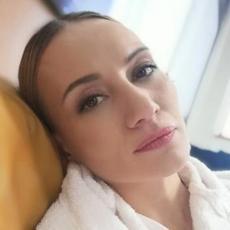 MALO KO ZNA DA SU U BRAKU Prelepa glumica Jelena udata je za poznato TV LICE i reditelja