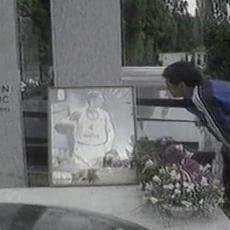 MARADONA JE BIO VELIKI LAF: Evo zašto je na grob Dražena Petrovića doneo 62 ruže