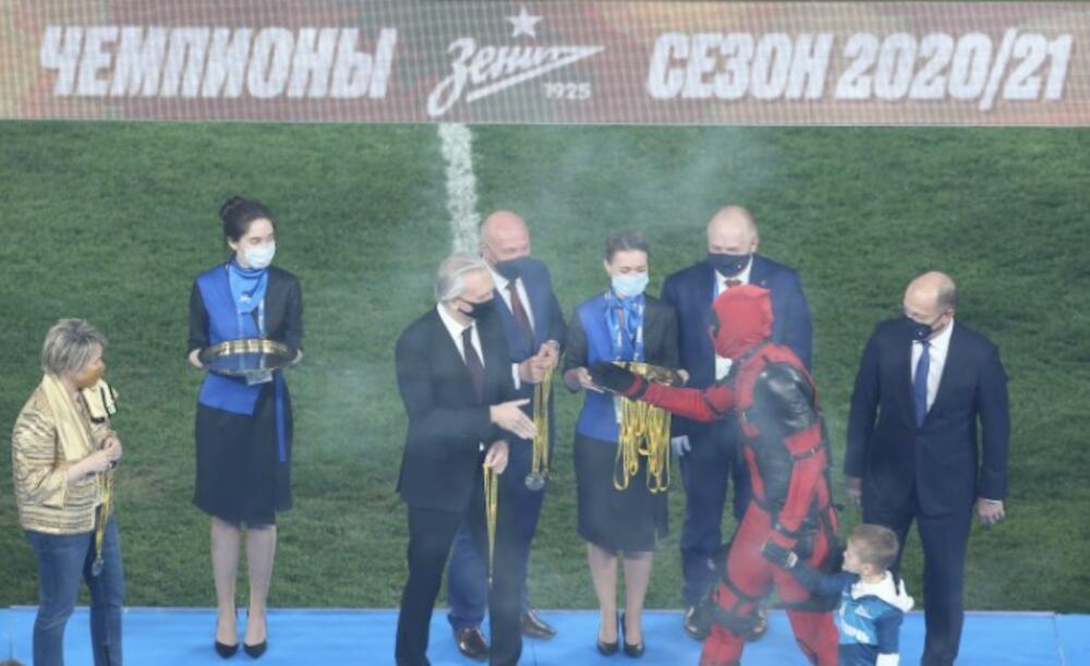MARKU NIKOLIĆU PRESEO VASRKS: Zenit preslišao Lokomotivu, Dzuja odeven u Marvelovog junaka podigao pehar VIDEO