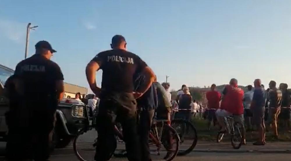 MASOVNI SKUP U VELIKOJ KLADUŠI PROTIV MIGRANATA: Ne želimo ih u našoj mesnoj zajednici, opštini i kantonu (VIDEO)