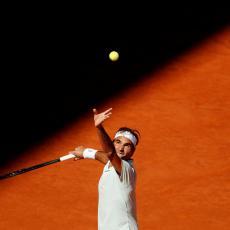 MASTERS RIM: Posle dva i po sata Federer spasao dve meč lopte, a onda...